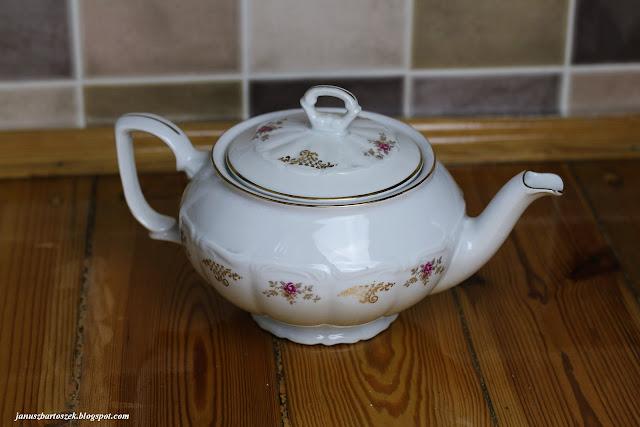 starodawny czajnik na herbatę