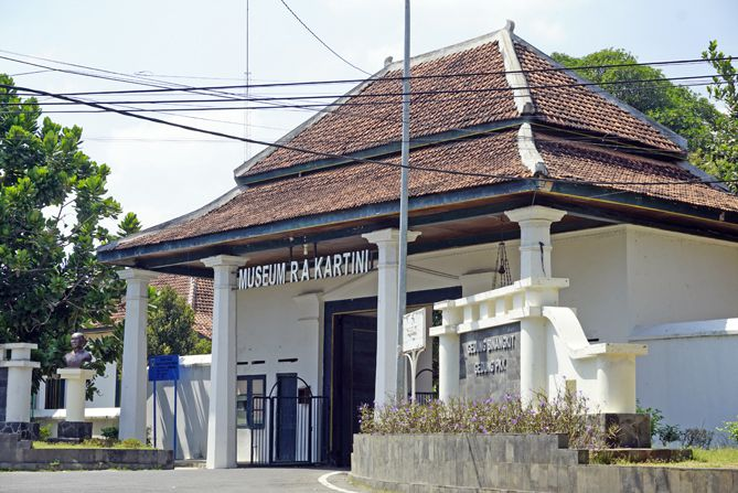 Gerbang museum RA Kartini yang lengang
