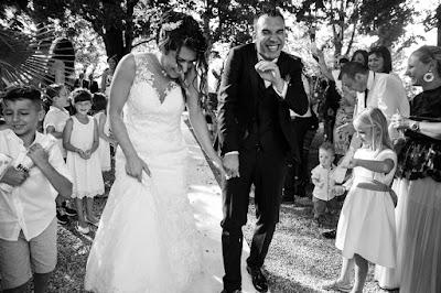foto lancio del riso sposi
