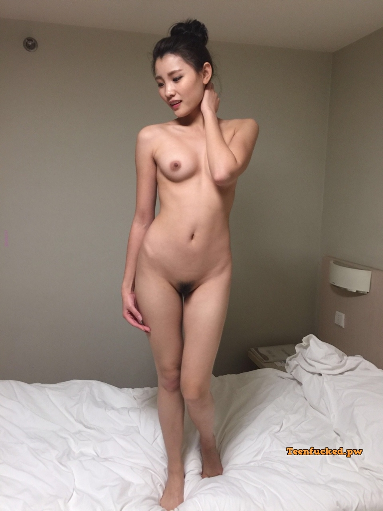 REOEP2p68ow wm - Cute nude asian girl show pussy 2020