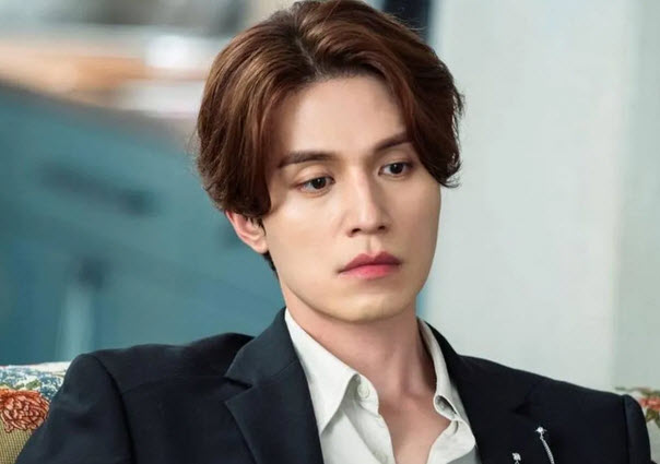 Lee Dong Wook earns the title of best face for fashion