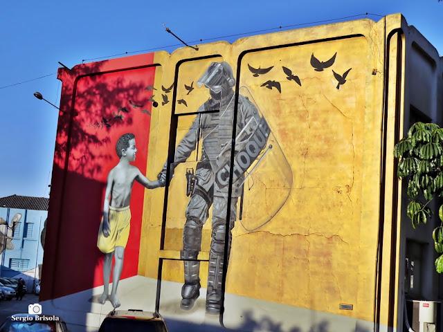 Vista ampla do Painel-Grafite no Comando do Batalhão de Choque de São Paulo - Luz - São Paulo