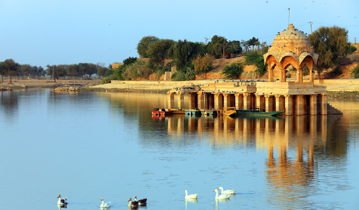 Gadisar-Lake-in-rajasthan-best-place-for-tourist