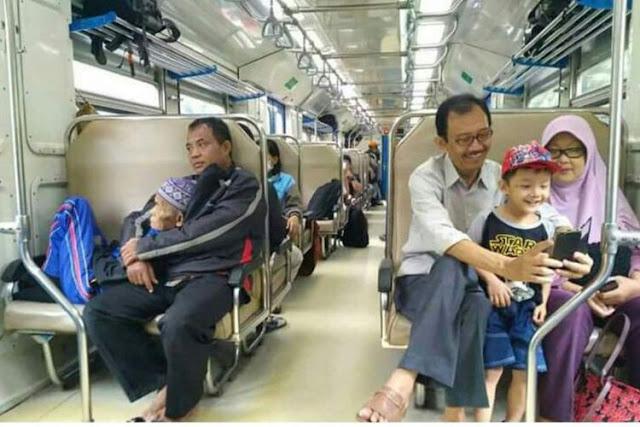 Foto Ayah Anak yang Viral Bikin Haru