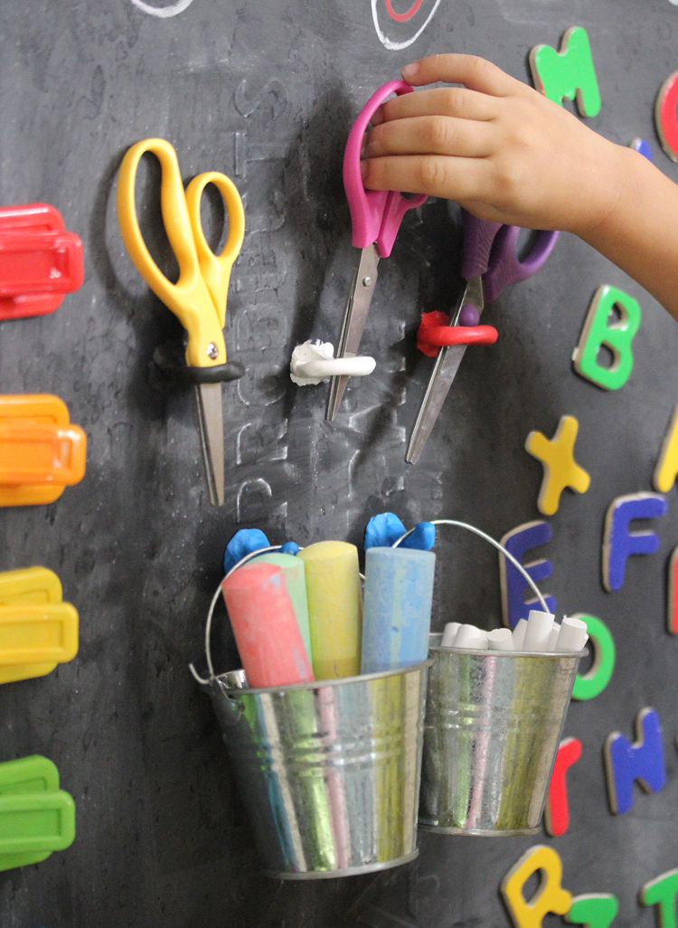Unique hanging art station for kids that you can make!