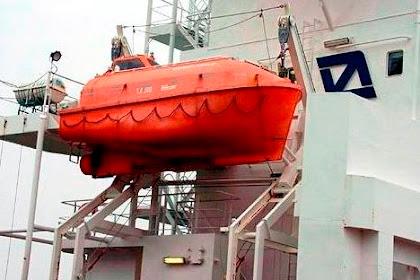 Dewi Dewi a.k.a Lifeboat Davit