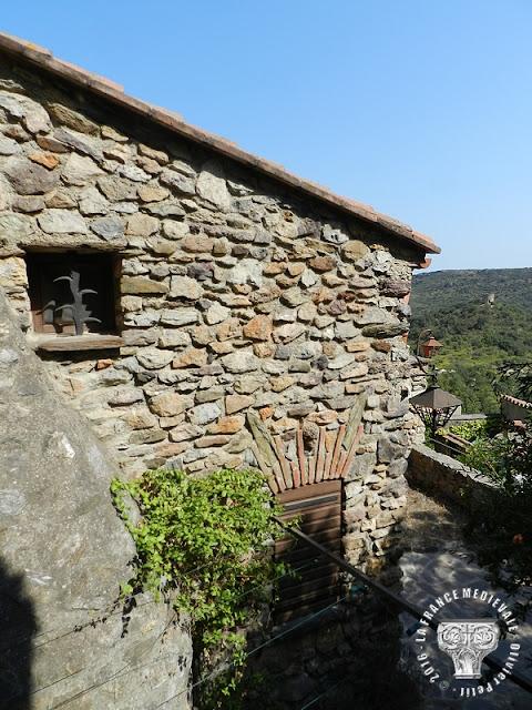 CASTELNOU (66) - Village médiéval