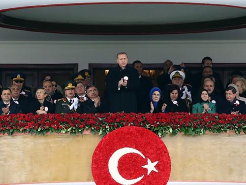 Τούρκοι δικαστές κατά της Cumhuriyet για τη στάση της στον Ερντογάν