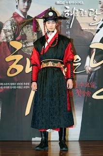 Song jae rim sebagai Woon