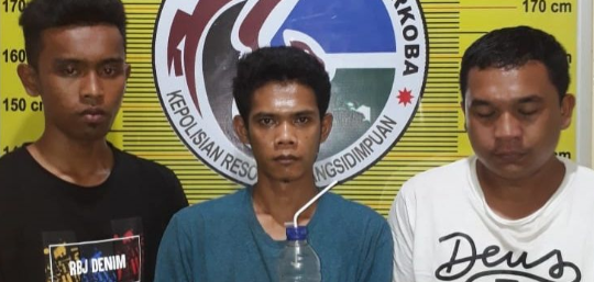 Tiga tersangka narkoba di Sidimpuan.