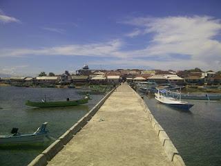 Dermaga Pulau Maringkik