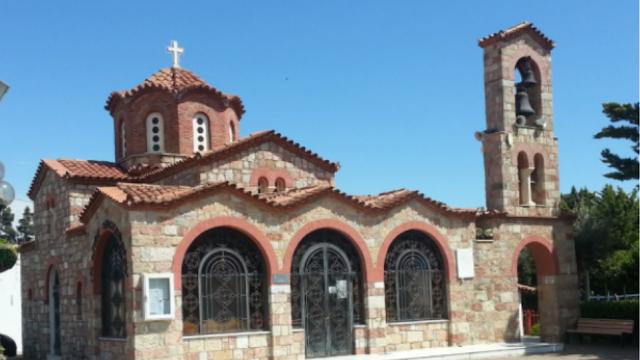 Πικέρμι: Προσήχθη ιερέας γιατί άνοιξε την εκκλησία σε λίγους πιστούς