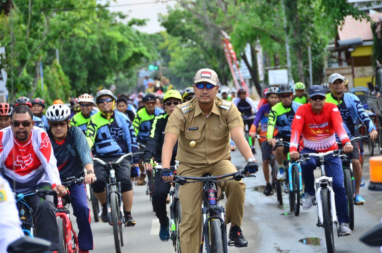 Naik Sepeda, Bupati Arak Piala Adipura Keliling Kota Sinjai