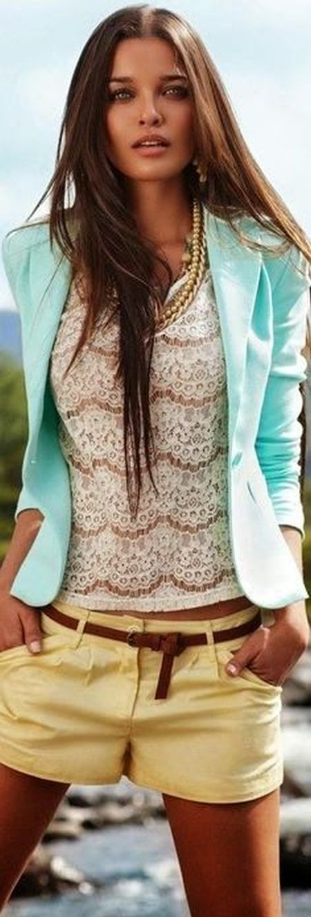 street style: romantic summer look with turquoise blazer, lace top and shorts