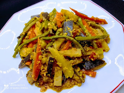 Vegetales guisados con especias y yogur  (Aloo Baigan Korma)