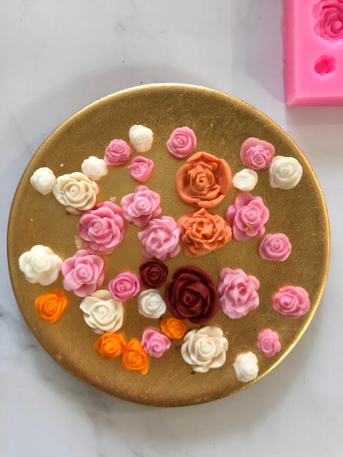 Fondant flowers @thecookiecouture.com