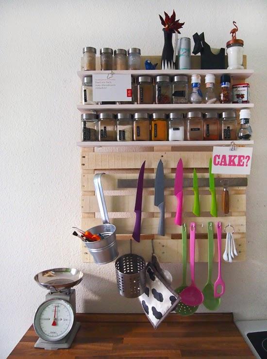 movel de pallet, organizar temperos, guardar temperos, spice rack, spice storage, faça você mesmo, diy, cozinha, temperos