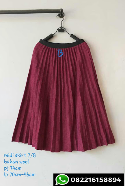 rok plisket panjang warna merah maroon