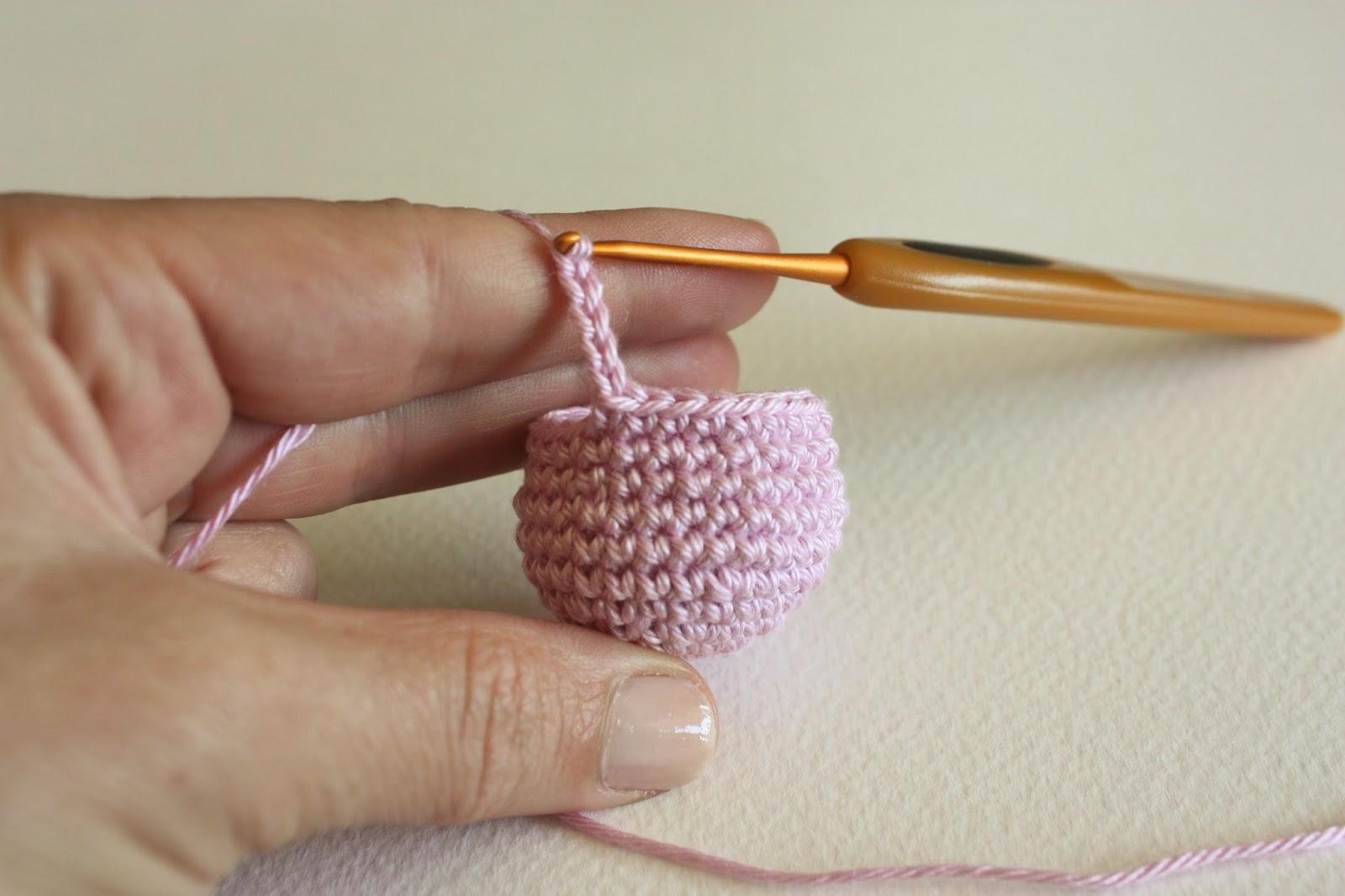 Free Crochet Amigurumi Pattern – Seamless Octopus – Roaming Pixies | 1066x1600