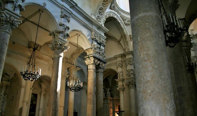 colonne, archi, candelabri, chiesa, monumento