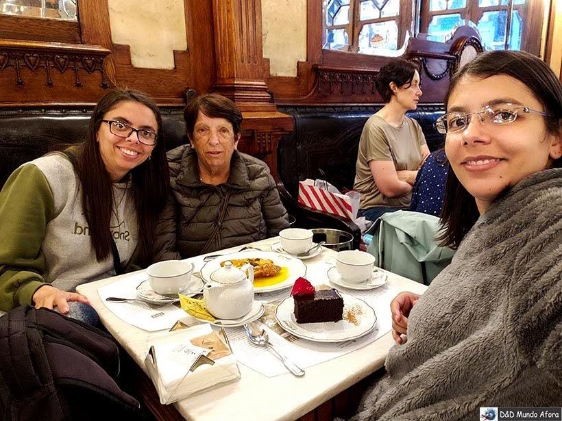 Lanchinho no Café Majestic - O que fazer no Porto, Portugal