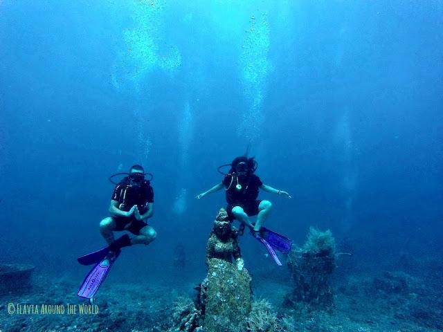 Flotando bajo el mar