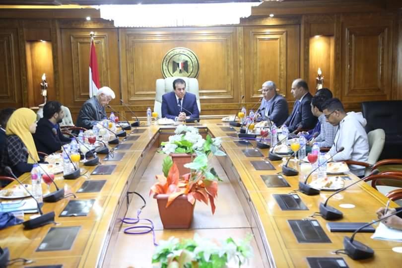 وزير التعليم العالي يستعرض خطة عمل اللجنة الإعلامية للاتحاد الرياضي المصري للجامعات