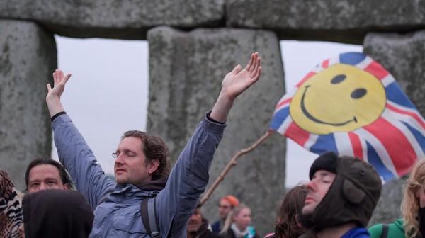 Tak Lagi Lockdown di Inggris: Bisa Lepas Masker dan Nihil Jaga Jarak