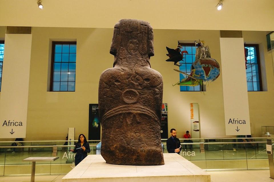 ホア・ハカナナイア(Hoa Hakananai'a)と呼ばれる石像彫刻