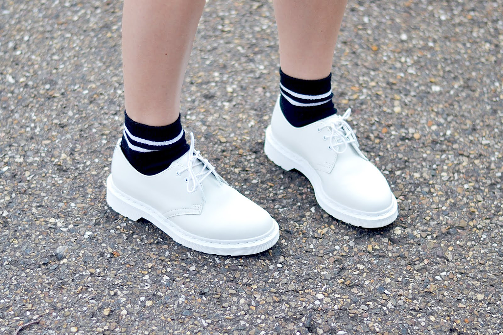 Mono white dr martens, grey striped shirt, zara skorts, sport socks, ootd