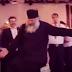Παπάς έκλεψε την παράσταση με το χορό του σε ελληνικό γάμο στη Βρετανία (video)