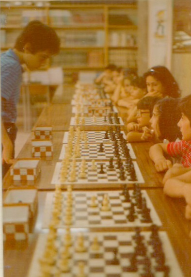 Simultáneas de ajedrez de Daniel Travesset en el Colegio SAFA