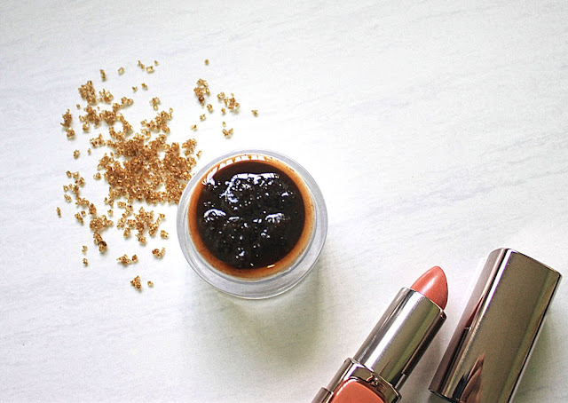 Honey and Cinnamon Lip Exfoliating Mask