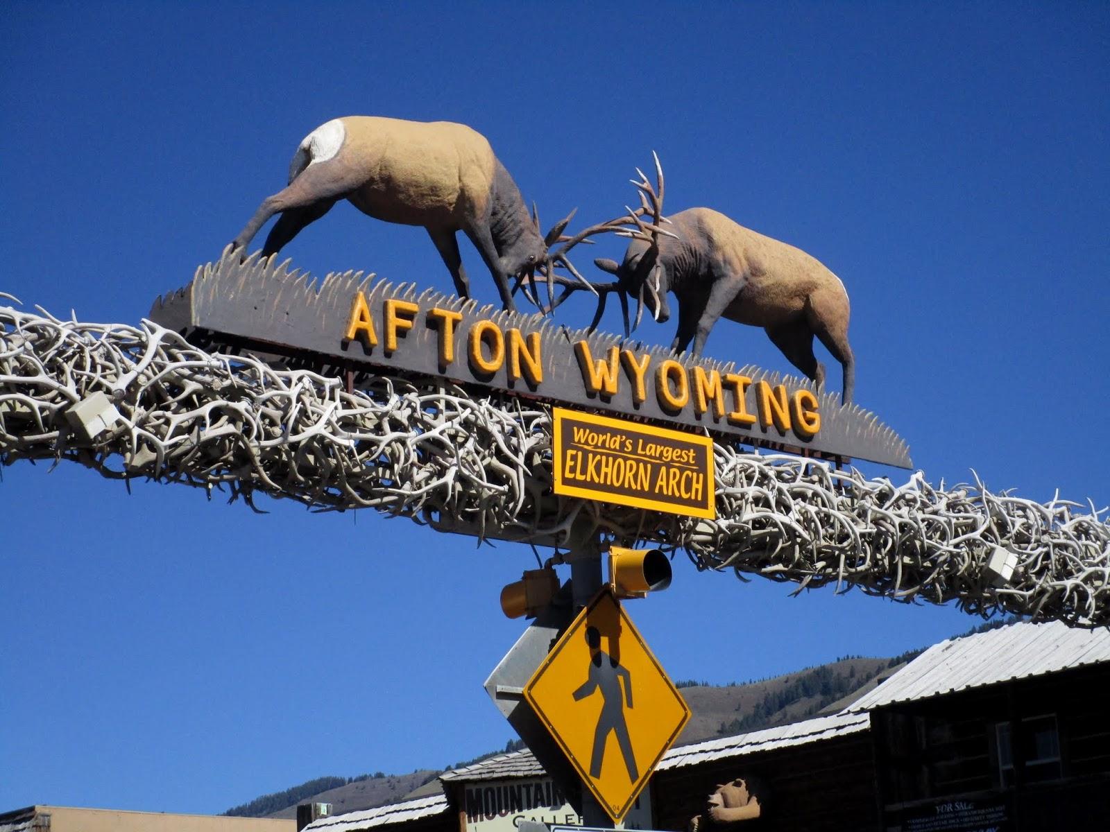 Самая большая в мире арка из оленьих рогов. Афтон. Вайоминг (Word's Largest Elkhorn Arch, Afton, WY)