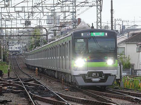【ダイヤ乱れ】レアな緑急行単独表示の調布行き 都営10-300形