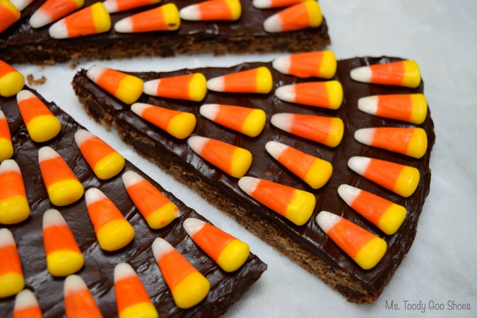 CANDY CORN COOKIE CAKE- Just 3 ingredients to make this eye-catching Halloween treat!  #CandyCorn #CookieCake #Halloween