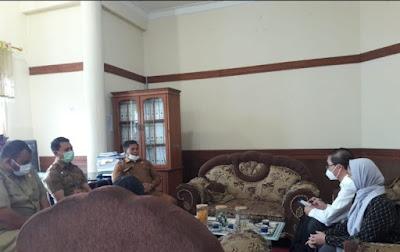 Rombongan Trisha Jaya saat berkunjung ke Kabupaten Bener Merian disambut Asisten tiga (3), kadis Kominfo dan sekretarisnya.