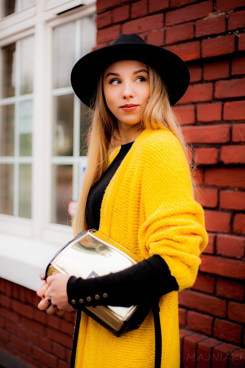 Intensive colours - cardigan, hat and heels