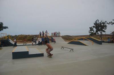 Ilha Comprida inaugurou  nova escola de surf e entregou à comunidade a pista de skate