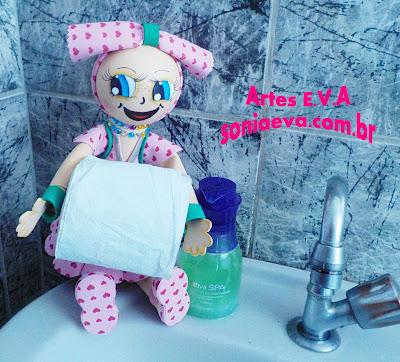 Boneca em E.V.A porta papel higiênico