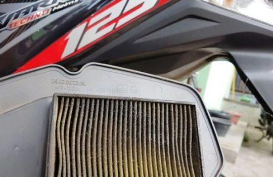Cara Mudah Bersihkan Filter Udara Motor Tanpa Harus Kebengkel