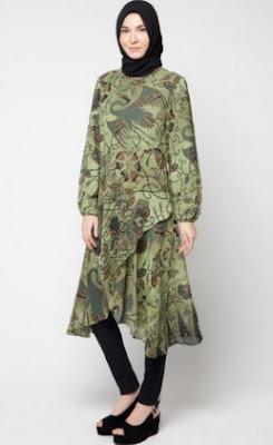 Baju batik kombinasi hijab wanita muda model terbaru