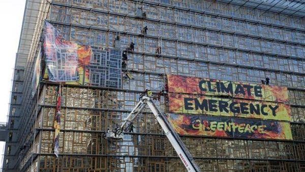 Activistas ecológicos destacan emergencia climática en Bruselas