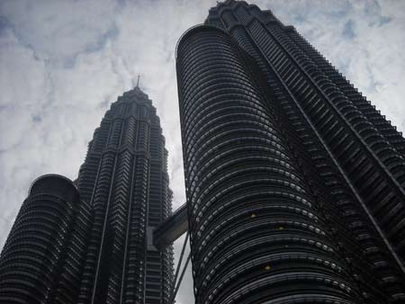 Giant Tower I have seen this. Petronas Twin Towers in Sepang KLCC. I wish I could reach the top of the Tower. Photo by Asep Haryono