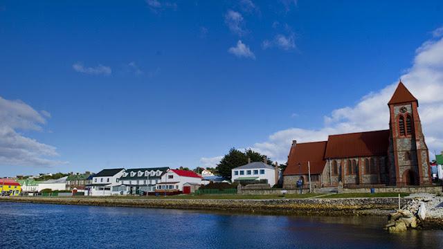 Argentina y Reino Unido acuerdan reanudar los vuelos a las Malvinas
