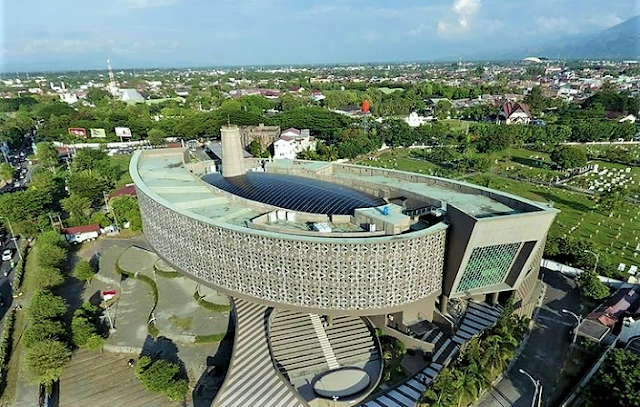 Don't Miss The Tsunami Museum That Remembers The 2004 Aceh Tsunami