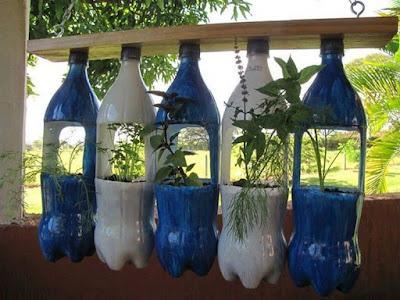 Taman Bunga Dari Botol Bekas
