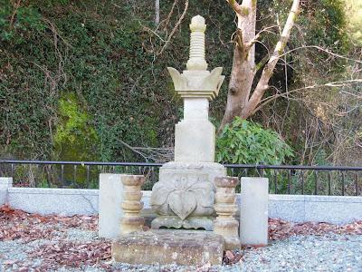 西琳寺:菖蒲御前の供養塔