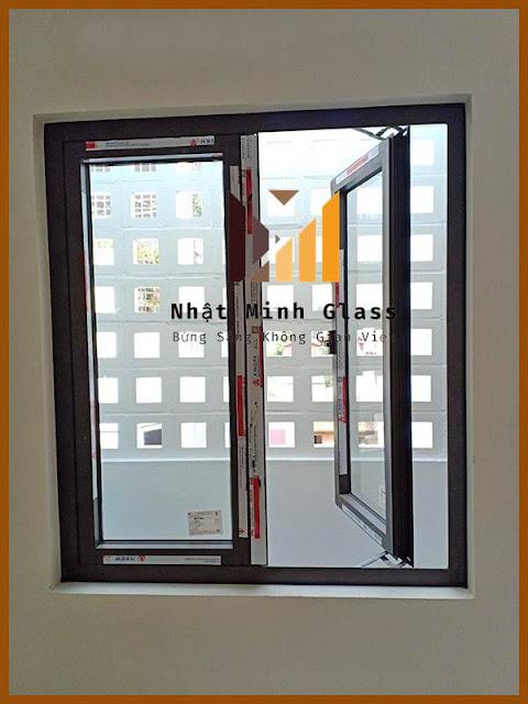 Mẫu cửa sổ nhôm xingfa 2 cánh mở quay