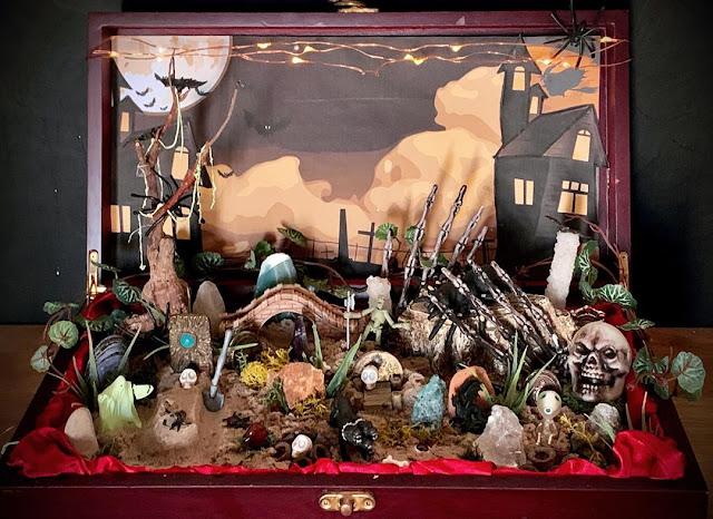 Хеллоуин в чемодане - сенсорная коробка с сюрпризом